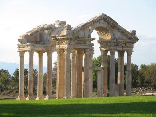 紀元前2世紀頃殻の遺跡が残るアフロディシアス