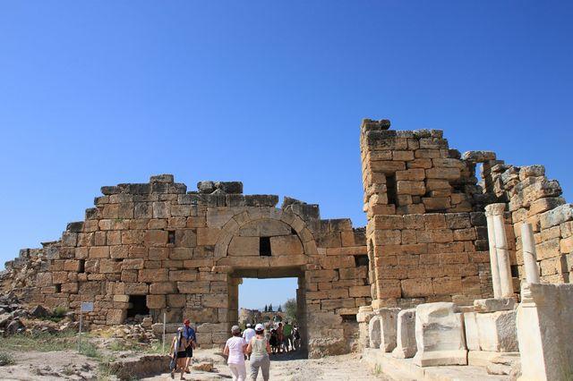 歴史物語る古代遺跡