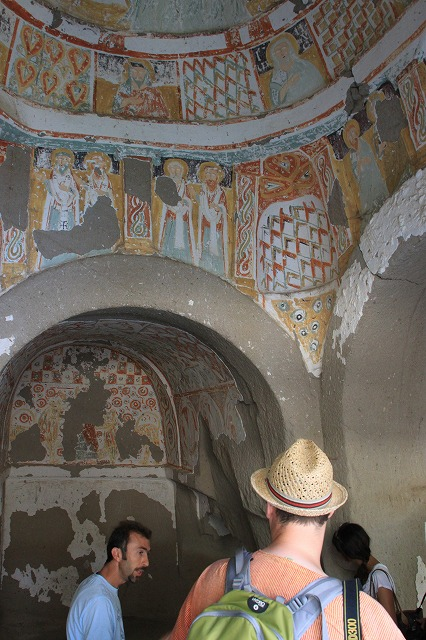 フレスコ画で飾った教会