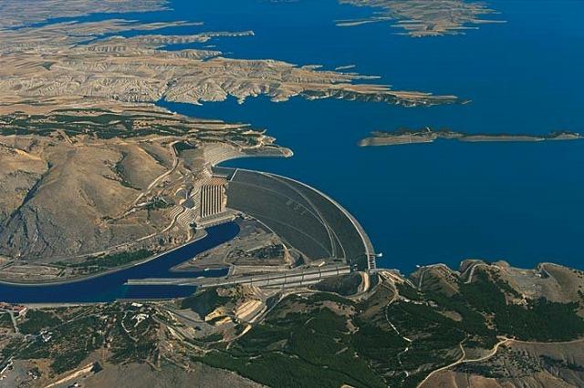 アタテュルク・ダムと水力発電所