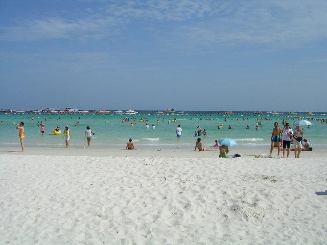 青い空、白い砂浜
