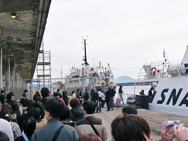 ナポリ港から高速船でカプリ島へ