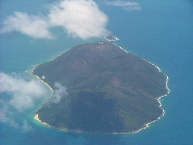 自然が色濃く残るフィッツロイ島は海も山も楽しめます