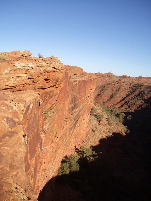 断崖絶壁が迫力満点のキングスキャニオン