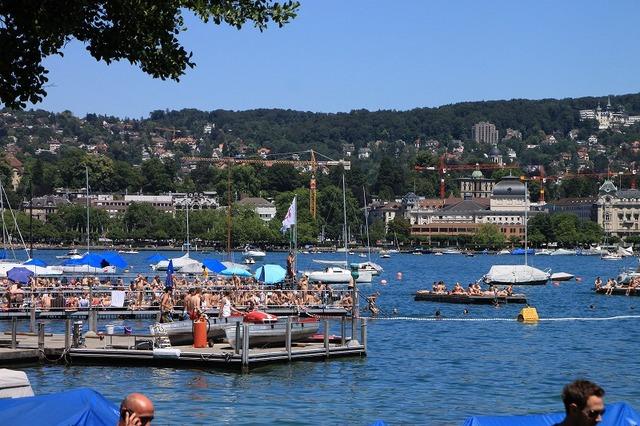チューリッヒ湖では夏は日光浴