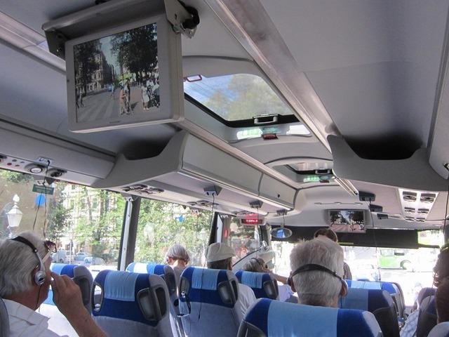 周遊バスは日本語オーディオガイド付き