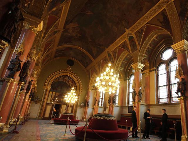 フレスコ画が描かれた天井