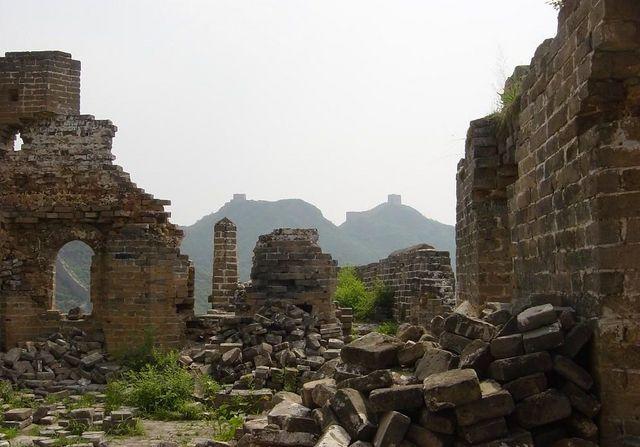 未修復部分を多く残す金山嶺長城