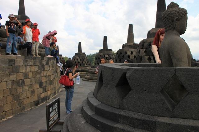 たくさんの仏像を見ることができる頂上付近