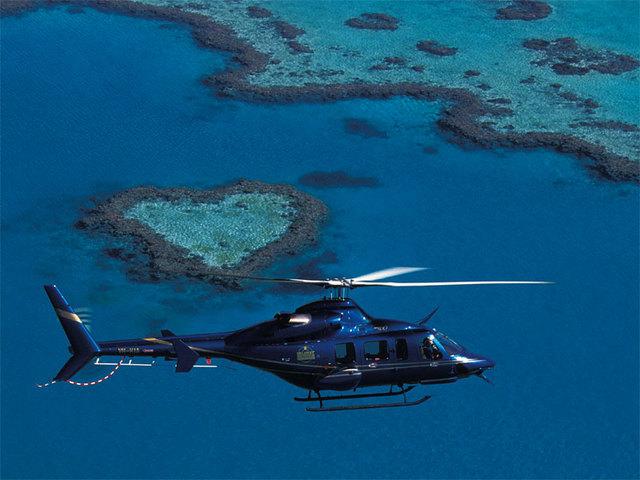 ヘリコプターからハートリーフを観賞