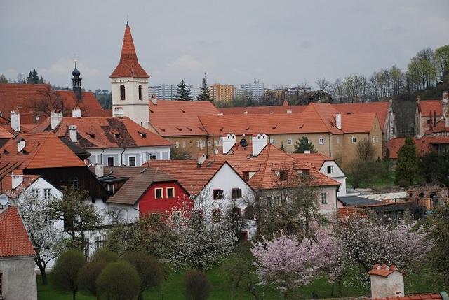 赤いレンガ屋根の町並み