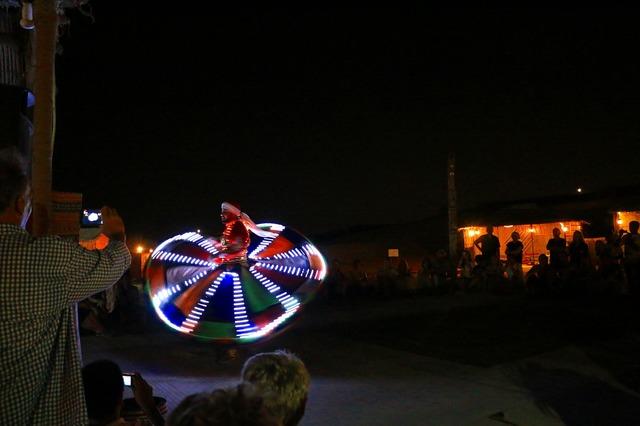 タンヌーラダンスは踊りと光の両方を楽しめます