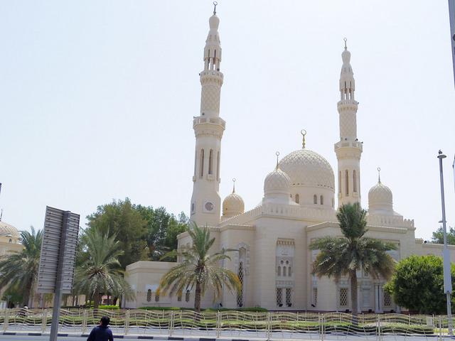 ドバイで最も美しいモスクのひとつと言われるジュメイラ・モスク