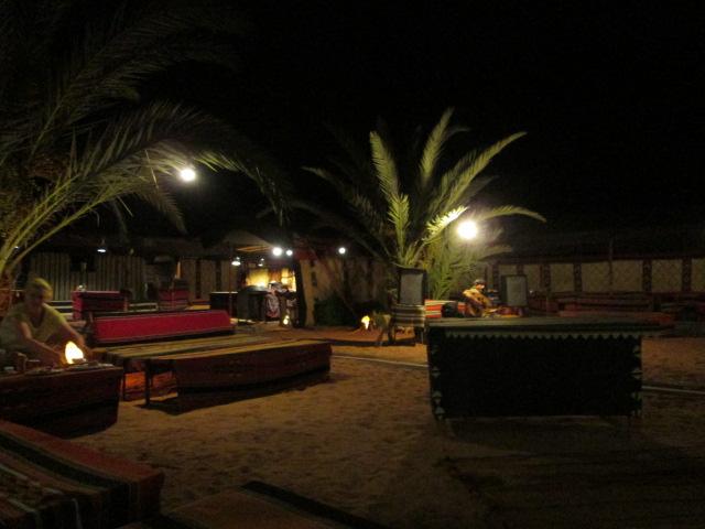 砂漠夕食会場