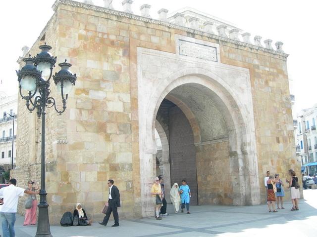 チュニス フランス門