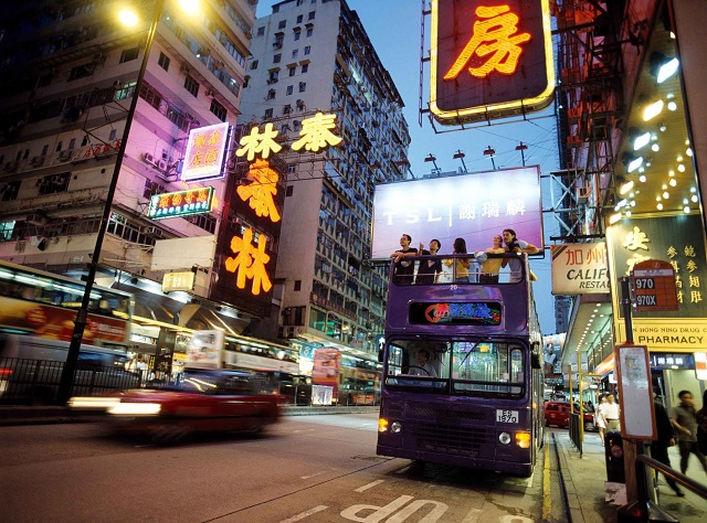 名物看板とベストショットを撮るためにバスが停車