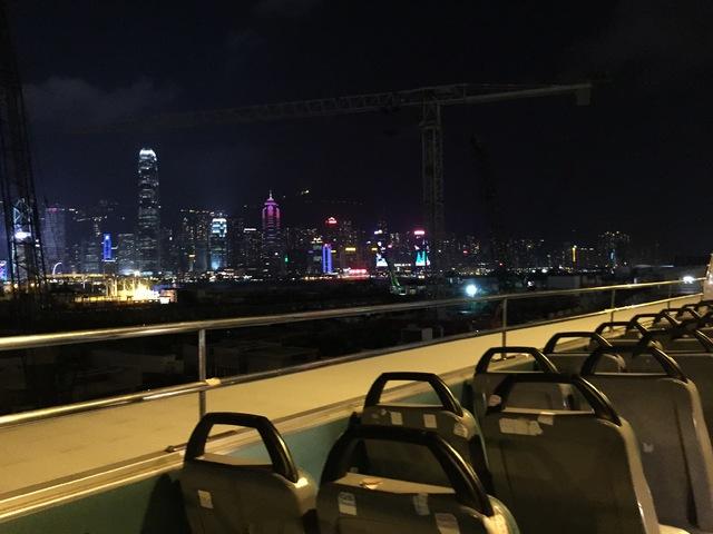 夜風が最高の2階席。尖沙咀東ビクトリアハーバーも訪れます