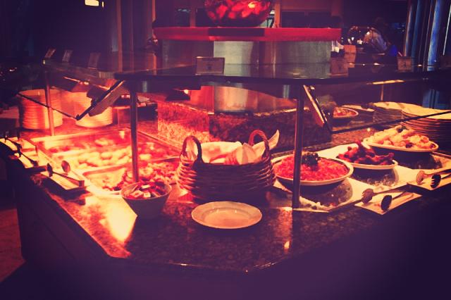 エメラルドレストラン内でのビュッフェ。美味しそう!!