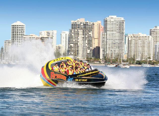 スリル満点のジェットボート