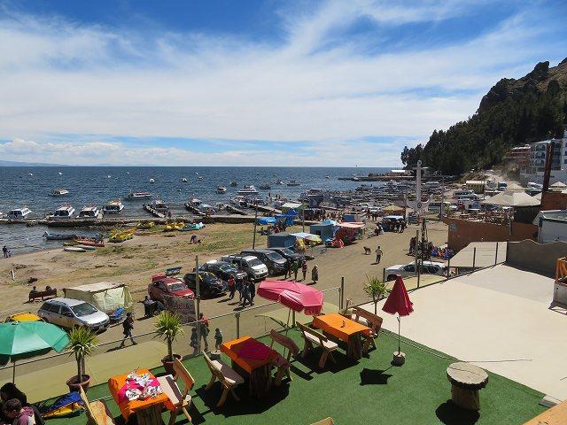 チチカカ湖の玄関口、コパカバーナはボリビアのリゾート地
