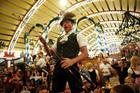 オクトーバーフェストで乾杯!パウラーナーが提供される人気テント・アルムブルストシュッツェン [9月23日(満席)、29日、30日、10月6日(満席)、7日(満席)限定!]