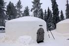 スノーイグルー宿泊付き2泊3日パック ロヴァニエミ空港からの往復バスチケット付 [ラップランドのスキーリゾート、ルカ近郊の雪のホテル1泊付き/ 期間限定1月~3月]