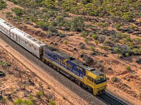 長距離鉄道グレートサザンレールウェイのインディアンパシフィック - パース発