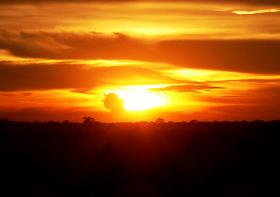 専用車で観光!祇園精舎アンコールワットと夕日に映えるアンコールを見る アンコールワットと夕日鑑賞 半日ツアー【大人3名以上割引あり】