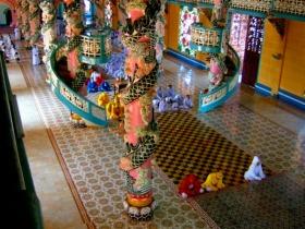 クチ地下トンネルとカオダイ教寺院