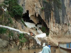 市内観光とパクウー洞窟、サンハイ村、(酒作り)サンコン村(織物)