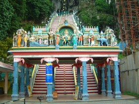 バトゥー洞窟とビューター工場を訪れる!!クアラルンプール郊外観光