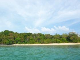 ランカウイ群島の中で2番目に大きい島・ダヤンブンチン島とジャングルに覆われた白砂のビーチの島・ブラスバサー島を訪れる!!ランカウイ島発・無人島巡り