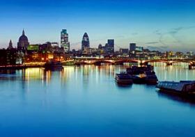船上でのライブショー、ディナー、夜景を楽しむ!!ロンドン・ショーボートクルーズ