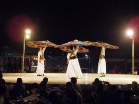 格安! 砂漠でアラブ風ビュッフェディナー & ベリーダンスショー鑑賞