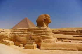 日本語ガイドと行く!ピラミッドの歴史充実1日観光 (ランチつき)