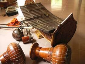 伝統継承 カンボジア伝統楽器を習おう