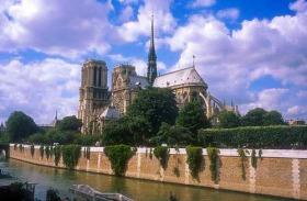 ミニバスで行く!!パリ市内観光+セーヌ川クルーズ半日ツアー (午前)