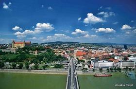 スロバキア首都ブラチスラヴァ 市内ウォーキング観光ツアー
