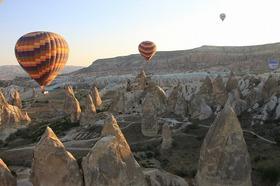 世界遺産の奇岩群を上空から!カッパドキア熱気球ツアー [英語]