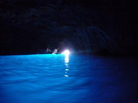 【みゅう】 ~幻想的な青の洞窟~ カプリ1日観光 【期間限定3月~11月】日本語ガイド付き