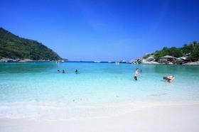 ラヤ島1日ツアー