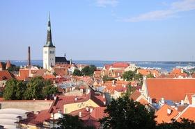 隣国エストニアの首都【世界遺産古都タリン】日帰り観光 ランチ付き
