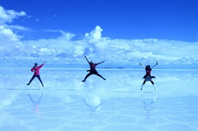 日本語で安心 ウユニ塩湖1日&夕日鑑賞ツアー [貸し切りチャーター]
