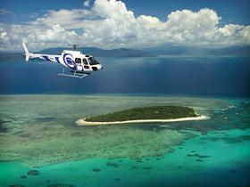 ヘリコプターで行くグリーン島