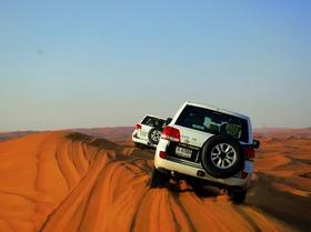 4WD 砂漠サファリ+ベリーダンスショーを観賞しながらBBQディナー