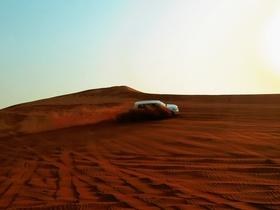 トランジット(乗り継ぎ)で参加可能! 4WD砂漠サファリ+砂漠でアラブ風ビュッフェディナー!!