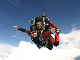 スカイダイビング ザグレブ 中世の街を空から満喫!