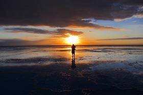 ウユニ塩湖最短6日間 [成田発 - ウユニに2泊 / ウユニの観光:日本人アシスタントガイド付(12月下旬~4月初旬) またはスペイン語ドライバーのみ(4月上旬~12月下旬)] ※燃料込み