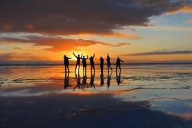ウユニ塩湖7日間 [ロサンゼルス発 - ウユニで丸々2.5日間 / ドライバーのみ] ※燃料込み