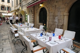 旧市街のおしゃれな老舗レストラン プロト/PROTO 席予約